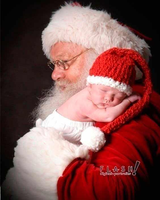 малыш на руках у деда Мороза