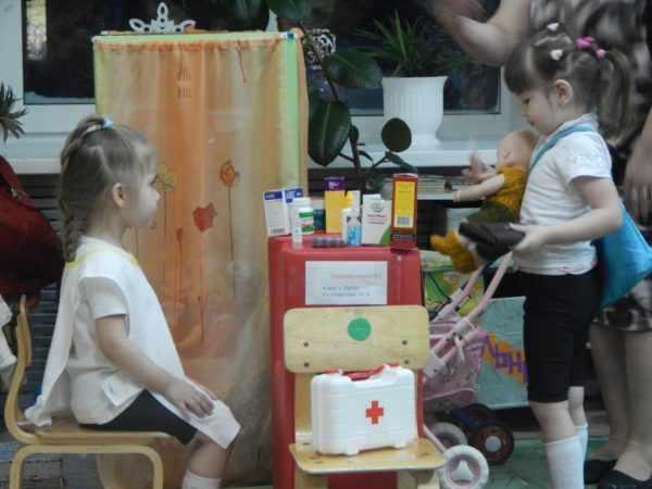 Дети играют в больницу
