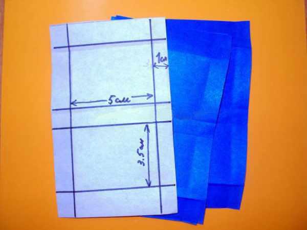 Четыре заготовки из бумаги синего цвета