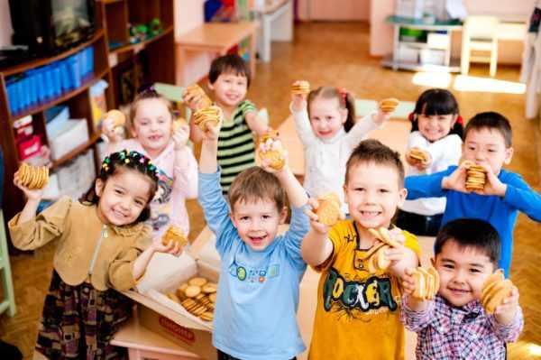 Группа дошкольников разных национальностей