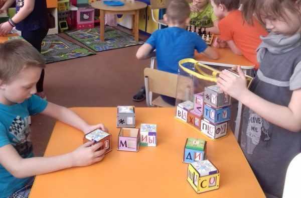 Дети играют в Теремки Воскобовича