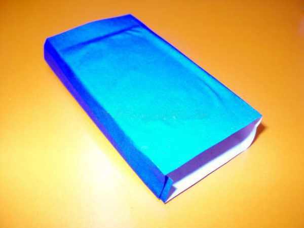 Обклеенная синей бумагой коробочка