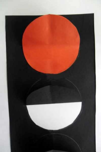 Красный круг приклеен на заготовку