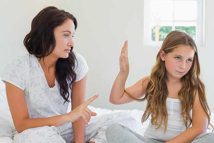 Девочка не хочет говорить с мамой о личном
