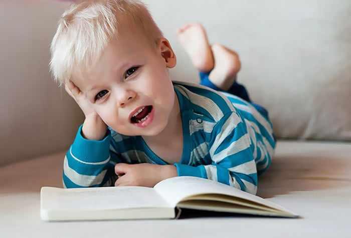 Малыш учит стихи